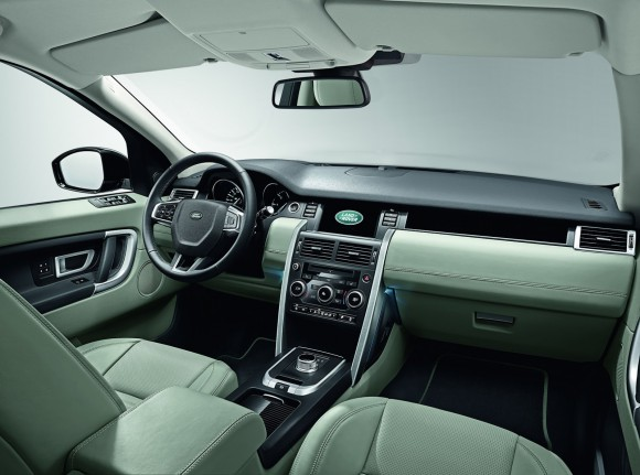 LR-Discovery-Sport-36