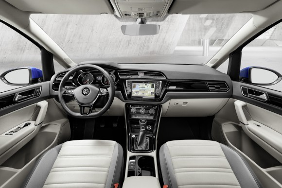 2015-VW-Touran-11