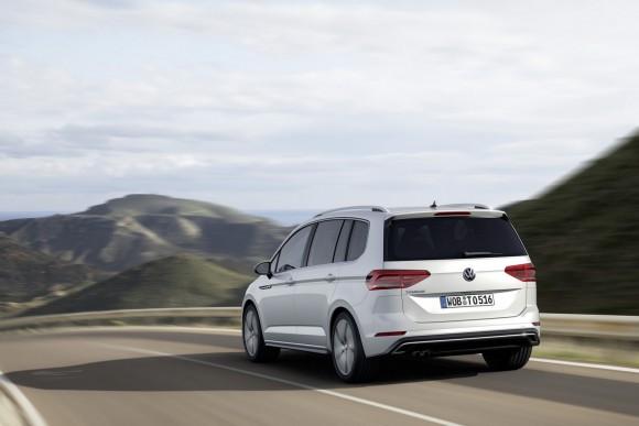 2015-VW-Touran-6