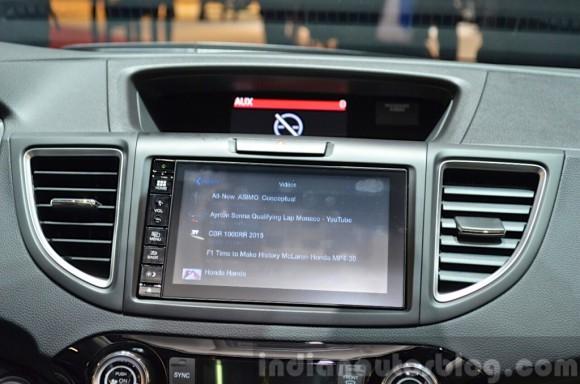 2015-Honda-CR-V-infotainment-system-at-2015-Geneva-Motor-Show-1024x678