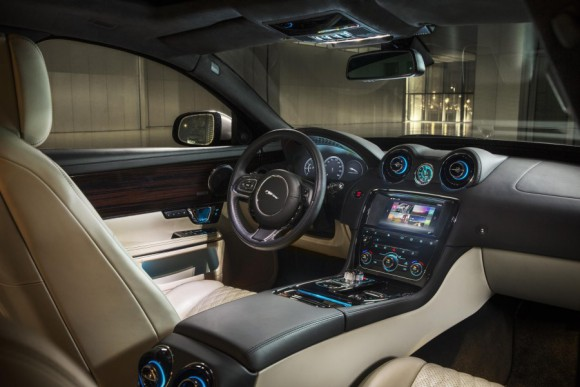 2016-Jaguar-XJR-interior-officially-unveiled-900x600