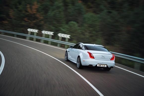 2016-Jaguar-XJR-rear-three-quarter-officially-unveiled-900x600