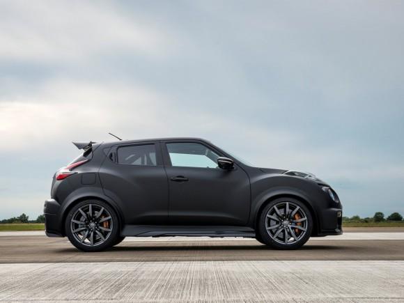 Nissan-Juke-R_2.0_Concept_2015_1024x768_wallpaper_09