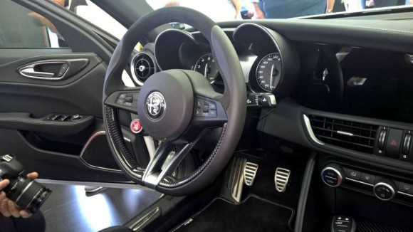 Alfa-Romeo-Giulia-Interior-full-1