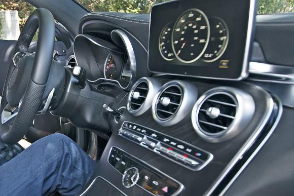 Mercedes-C-Klasse-Coup-2016-vs-Ford-Mustang-1200x800-499459f9a9f46170