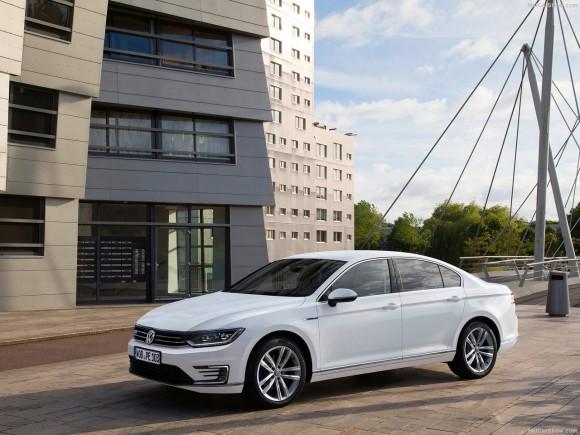 Volkswagen-Passat_GTE_2015_1280x960_wallpaper_05