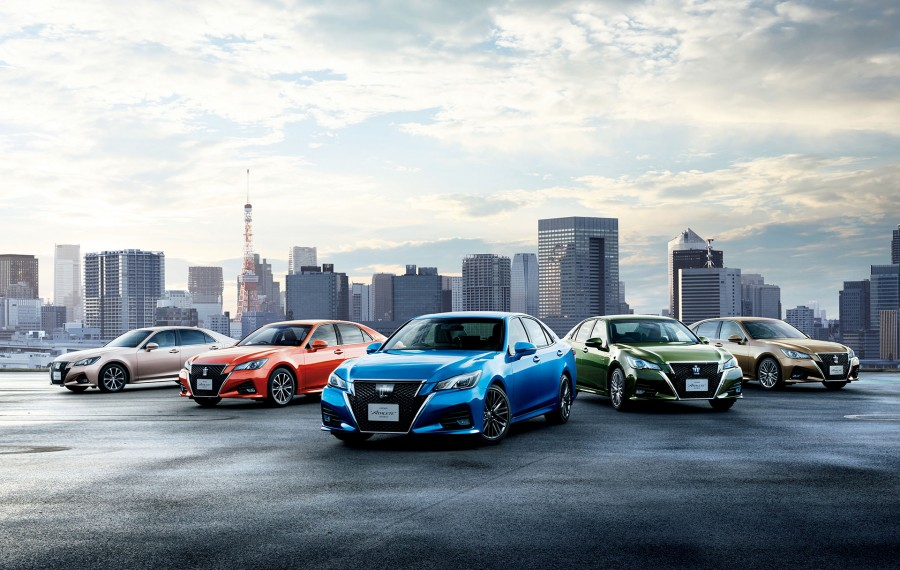 Toyota-Crown-Athlete-new-colours-official-900x570