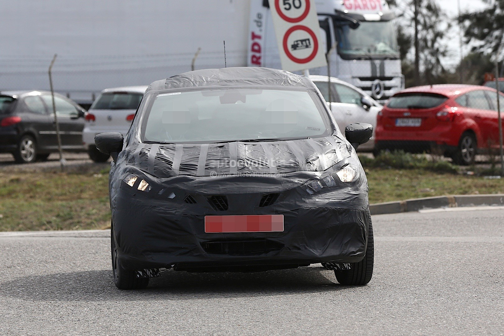 2017-nissan-micra-successor-spied-has-sway-concept-styling-cues_10