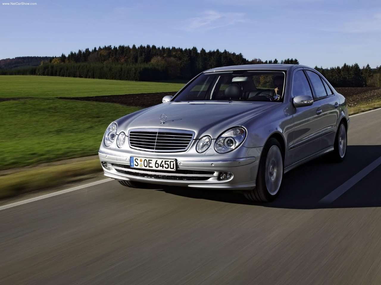 Mercedes-Benz-E350_with_Sports_Equipment_2005_1280x960_wallpaper_04